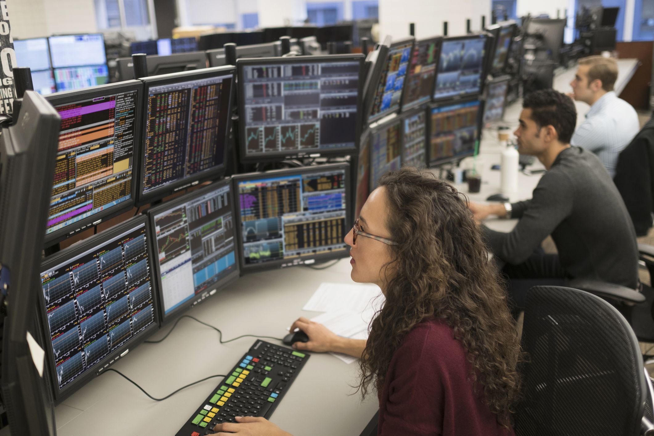 Questions to ask a stock broker before you hire one