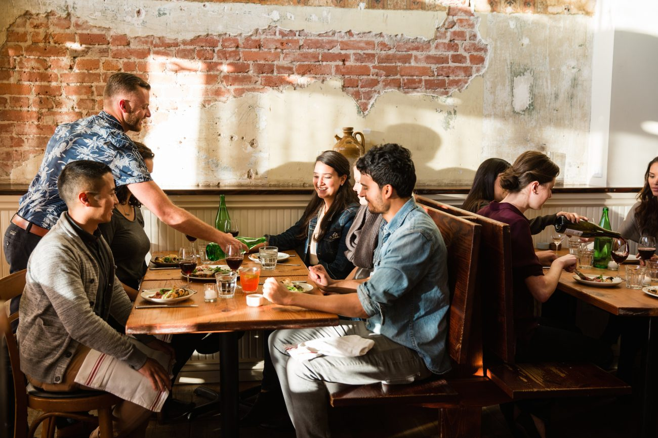 5 ways in which having the ideal dining table impacts the profitability of your restaurant