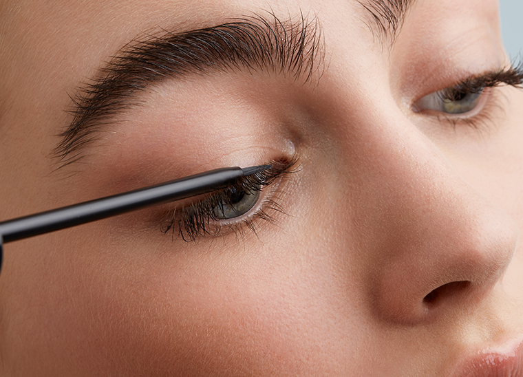 What is The Use of Serum on Eyelash?
